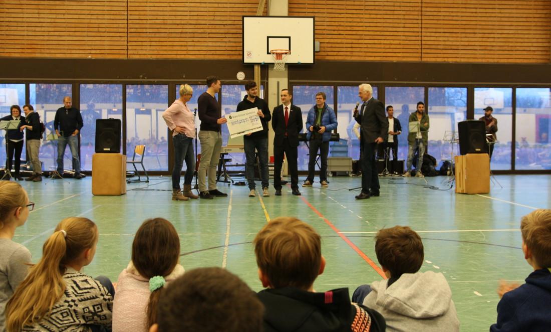 11500 Euro für Flüchtlingshilfe